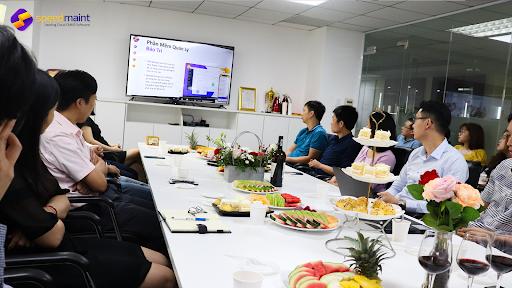 Khách mời đang lắng nghe giới thiệu về sản phẩm SpeedMaint Cloud CMMS