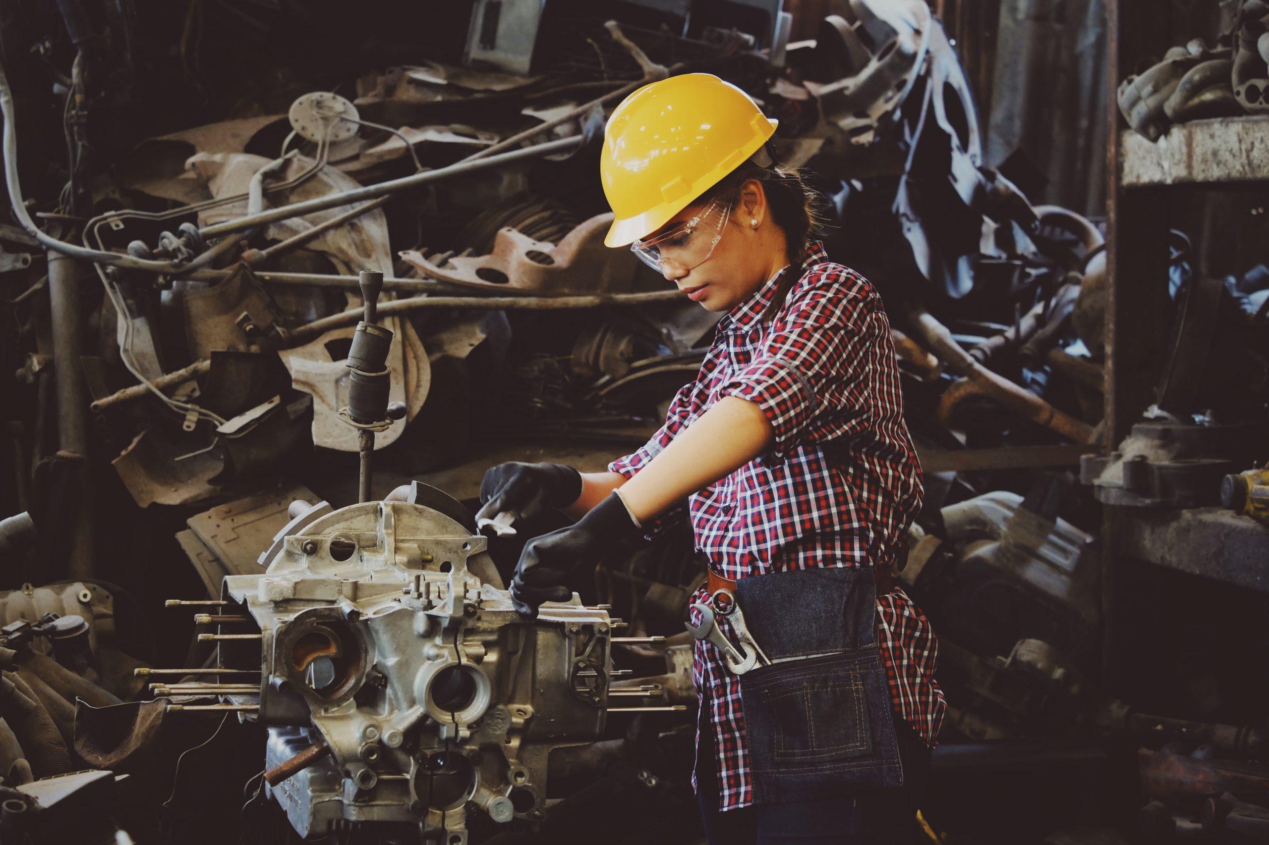 Máy móc thiết bị giúp nâng cao năng suất lao động