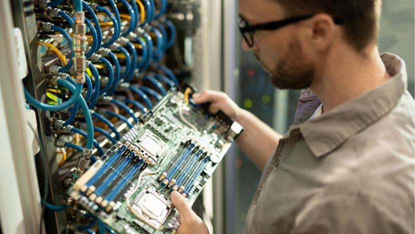 Mô tả công việc chính của một nhân viên kỹ thuật sửa chữa máy móc