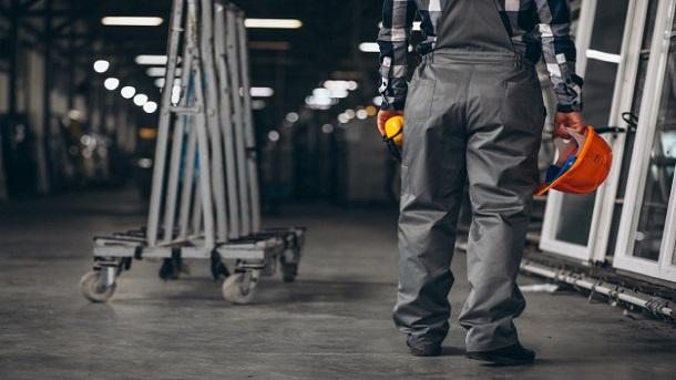 Bảo trì bao gồm nhiều công việc khác nhau của nhân viên kỹ thuật